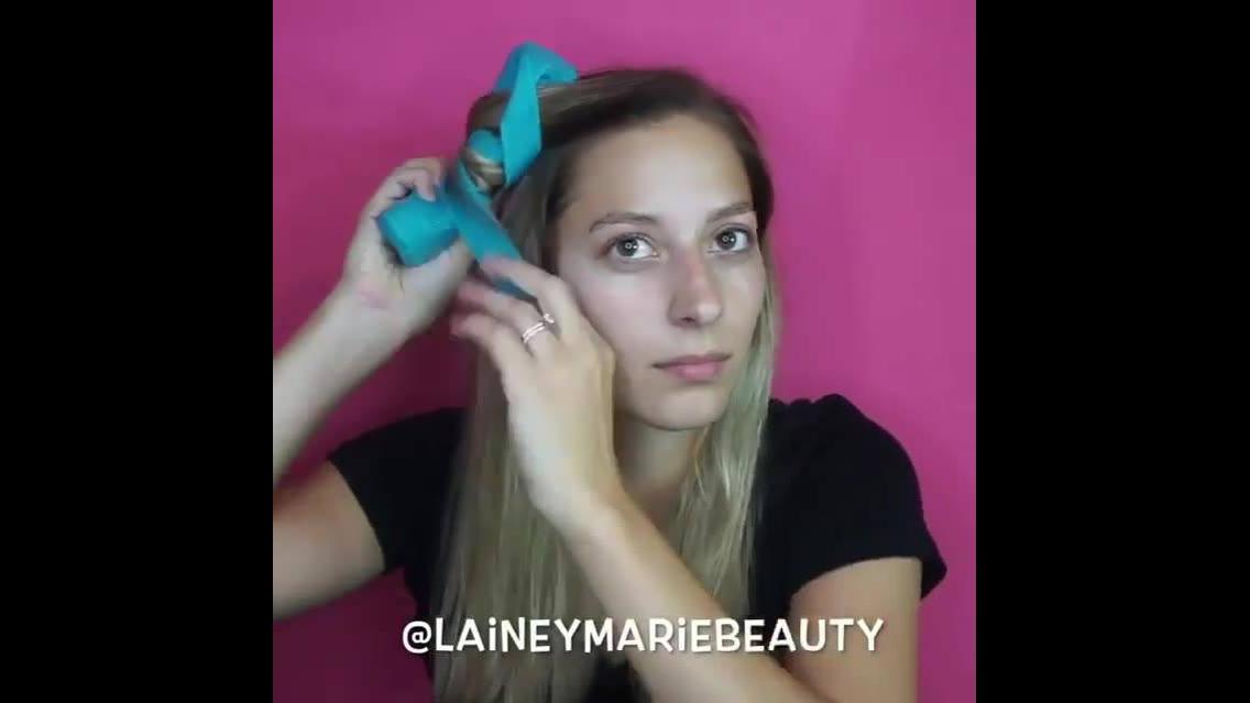 Cacheando os cabelos loiros