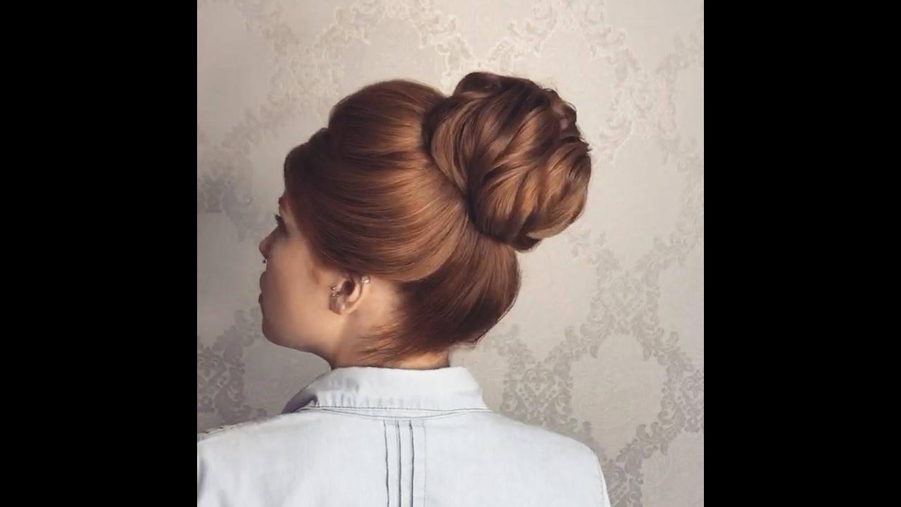 Coque alto, um dos penteados mais escolhidos pelas mulheres