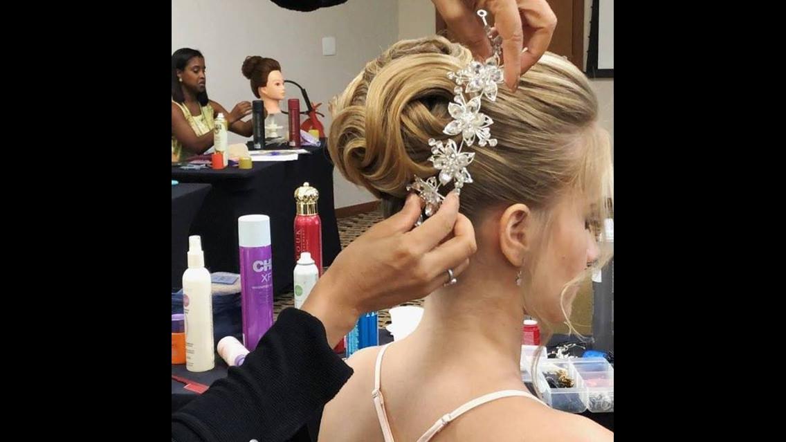 Coque maravilhoso para noivas, olha só que espetáculo de penteado!!!