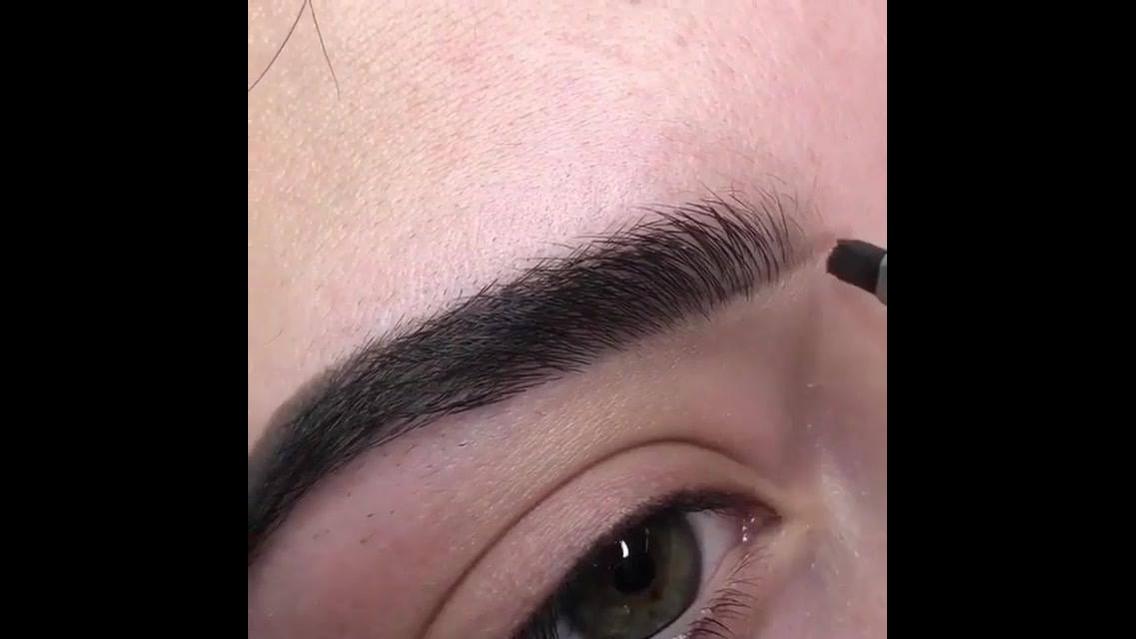Correção das sobrancelhas, o resultado é super natural