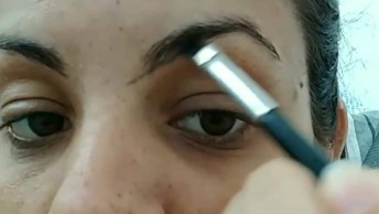Correção De Sobrancelha Com Maquiagem, Olha Só Como É Fácil De Fazer!