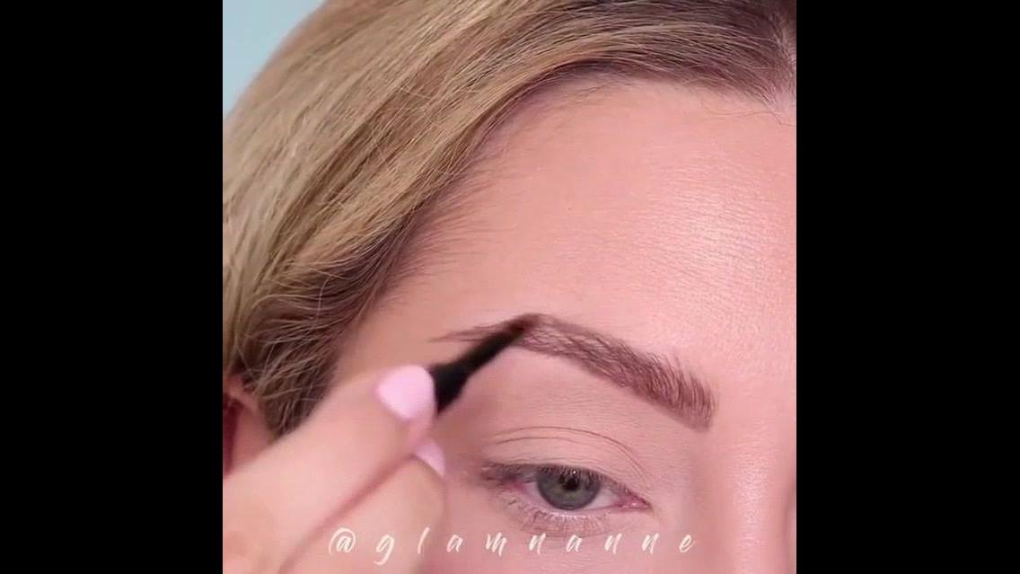 Correção de sobrancelhas com maquiagem