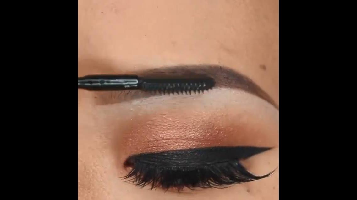 Correção de sobrancelhas com produto que deixa super natural e bonita