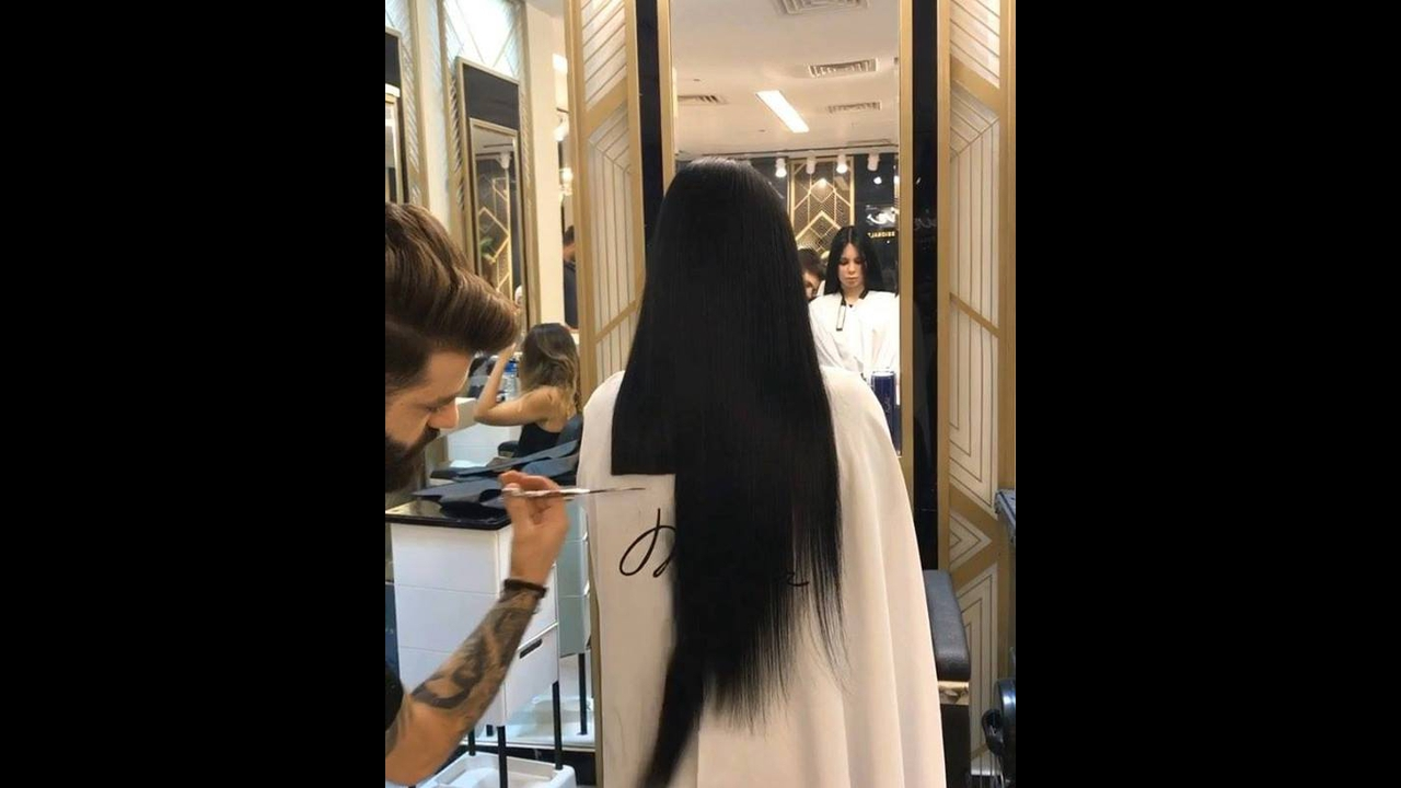 Cortando cabelos longos na altura dos ombros