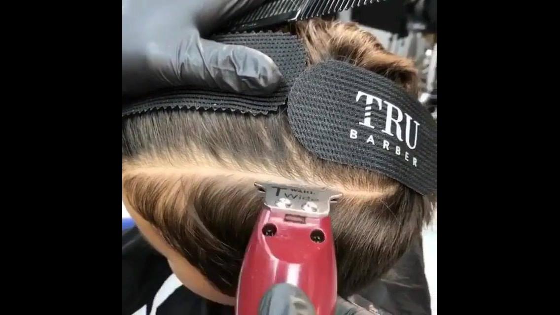 Corte de cabelo masculino em garotinho, olha só este desenho !!!