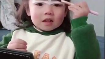 Criança Ensinando Técnica De Correção De Sobrancelha Com Fita Adesiva!