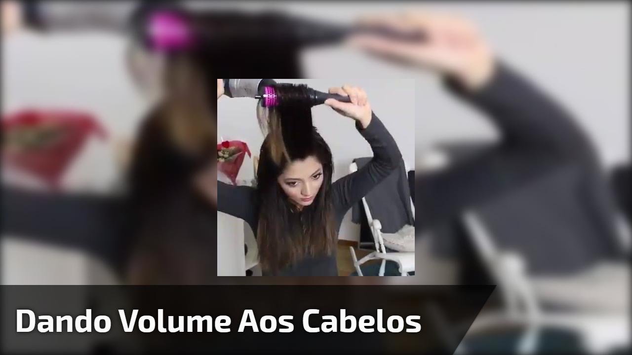 Dando volume aos cabelos