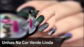 Decoração Nas Unhas Verde Fosco Com Detalhes Pratas, Linda Demais!