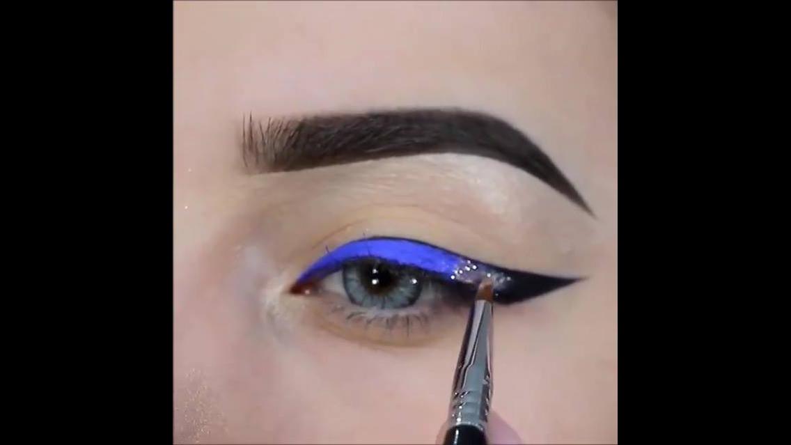 Delineado Azul e preto com aplicação de Glitter