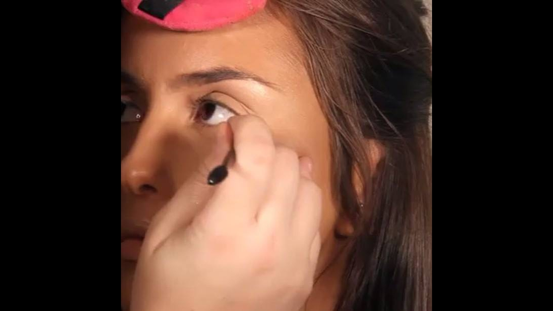 Delineado com puxado curto lindo, olha só que perfeição este olho!!!