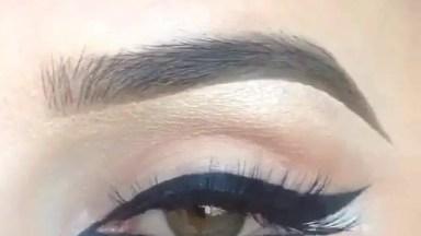 Delineando Os Olhos Na Parte Superior E Inferior, Que Resultado Lindo!