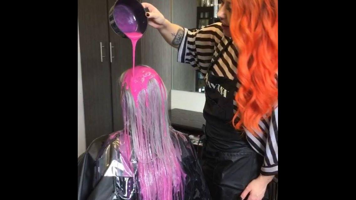 Do loiro para o rosa, ficou simplesmente maravilhoso esse cabelo