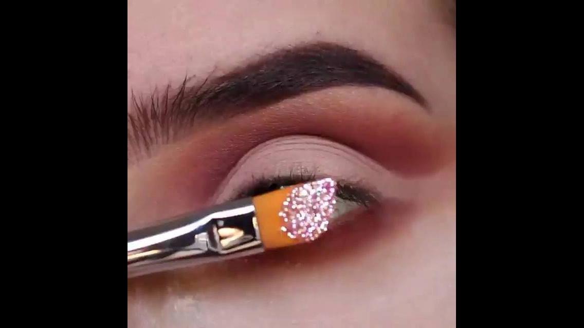 Esfumado marrom e sombra rosa com Glitter, uma combinação mais do que perfeita!