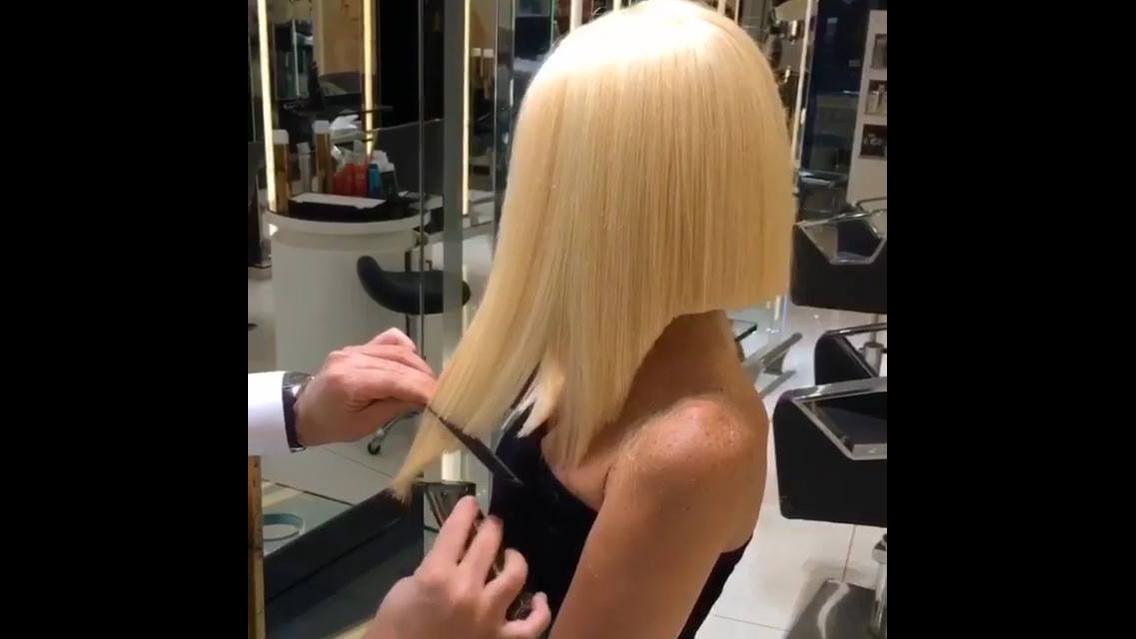 Esse cabelo e essa modelo parecem uma boneca