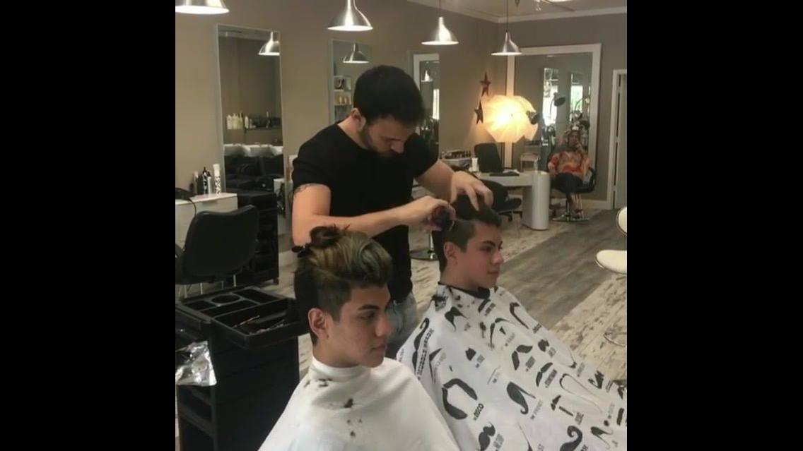 Garotos fazendo corte de cabelos estilosos, olha só que perfeito!!!