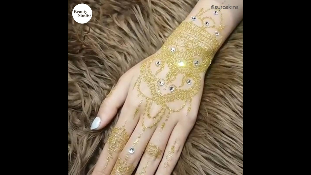 Henna Indiana nas mãos, uma arte muito linda