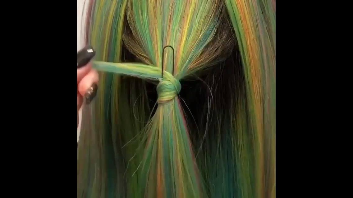 Ideia para amarrar os cabelos com o próprio cabelo, fica lindo!