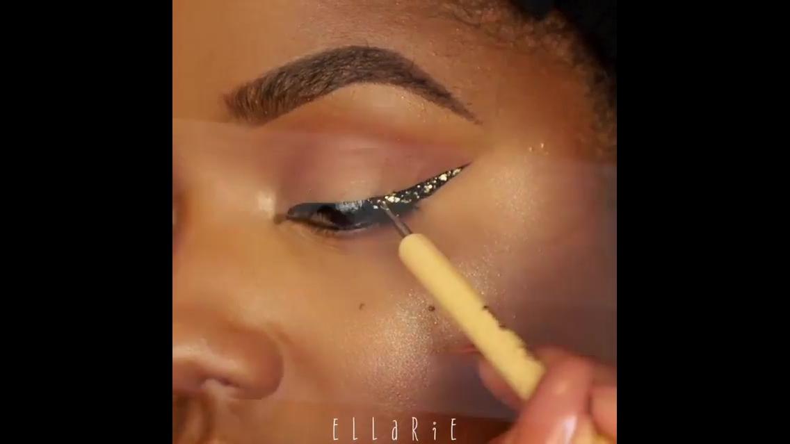 Inspiração de delineado com aplicação de Glitter dourado