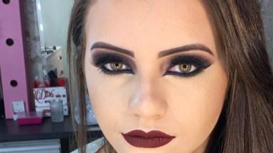 Inspiração De Maquiagem Com Batom Vermelho Escuro E Sombra Grafite Com Brilho!