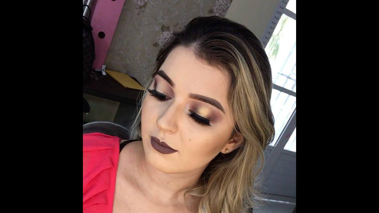 Inspiração de maquiagem com sombra dourada e esfumado marrom