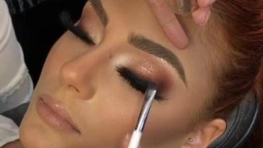 Inspiração De Maquiagem Para Formanda Com Sombra Marrom Clarinha E Brilho!