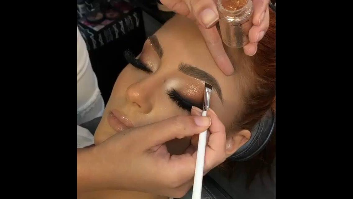 Inspiração de maquiagem para formatura, veja que linda sombra!!!