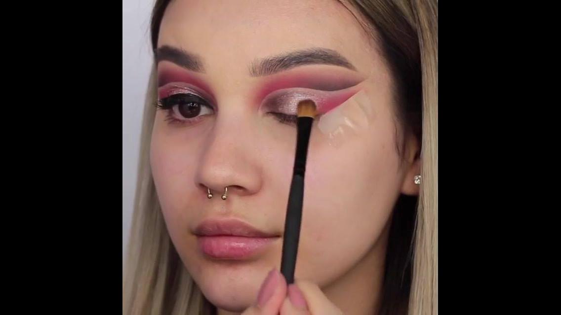 Inspiração de sombra com delineado duplo, e esfumado rosa, veja que linda!!!
