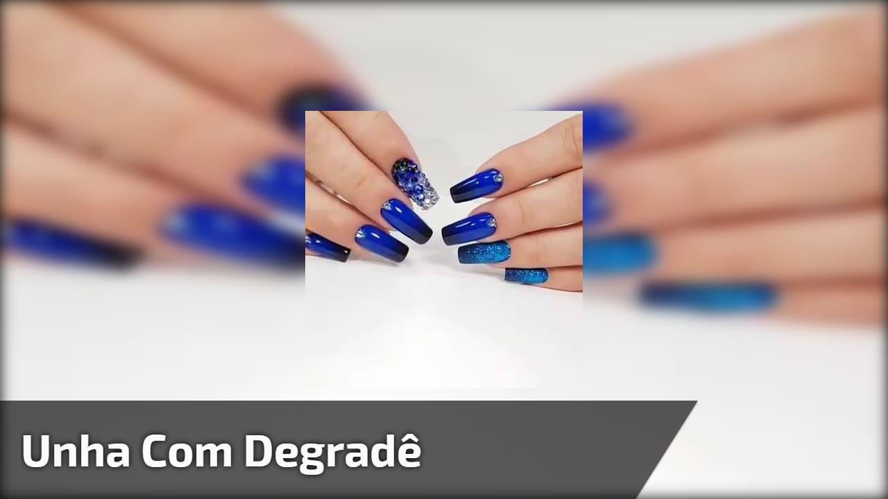 Inspiração de unha com degradê na cor azul e preto, veja que coisa mais linda!
