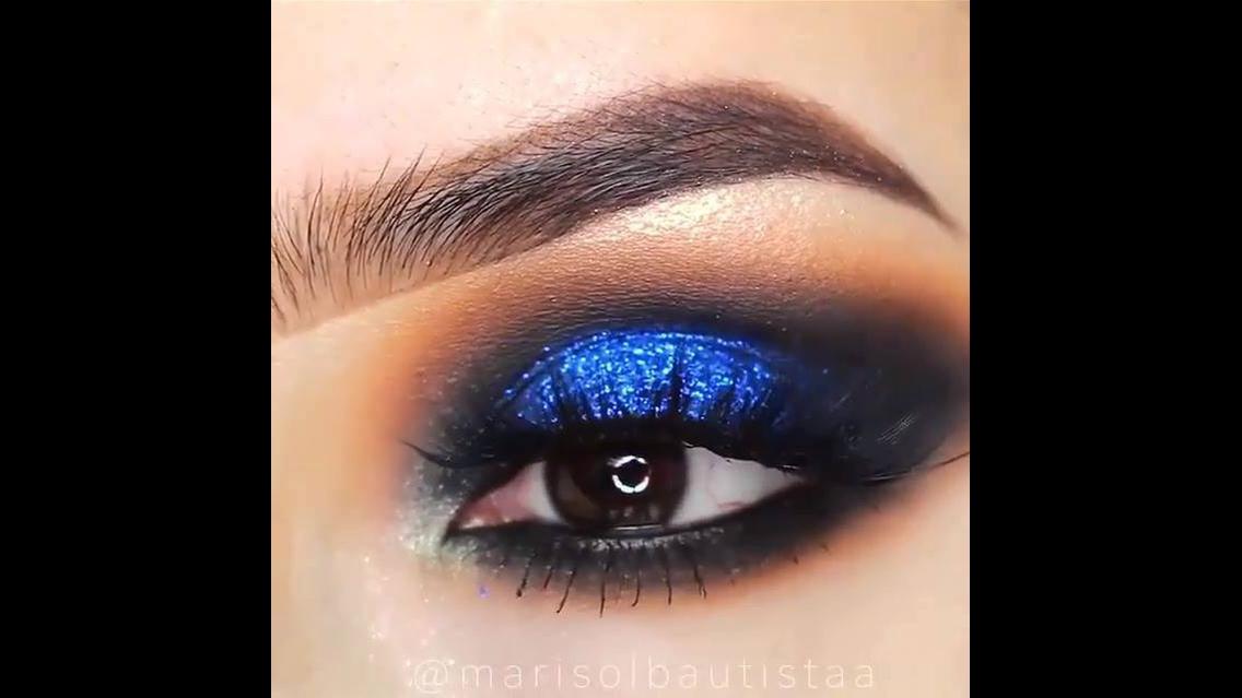 Maquiagem azul para os olhos