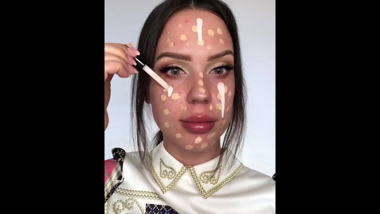 Maquiagem com batom vermelho - Ela ficou muito linda