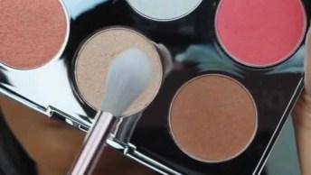 Maquiagem Com Batom Vinho E Sombra Combinando, Que Linda!