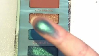 Maquiagem Com Boca Apenas Com Brilho E Sombra Verde E Marrom!