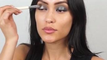 Maquiagem Com Boca Pálida E Olhos Marcantes, Esta Na Última Moda!