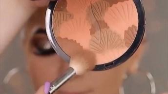 Maquiagem Com Brilho Na Sombra E Batom Cor Nude, Confira!