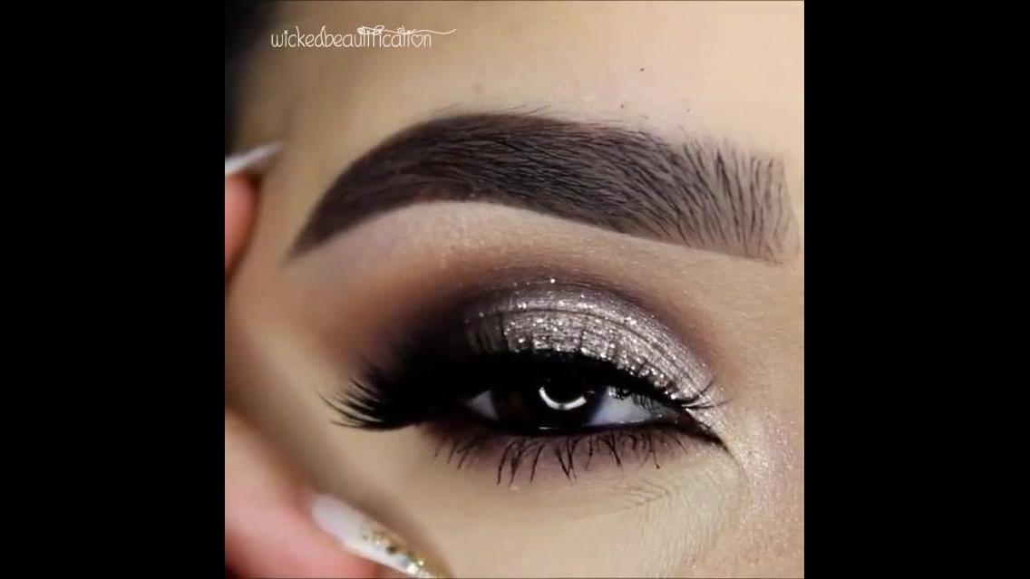 Maquiagem com brilho para curtir a balada