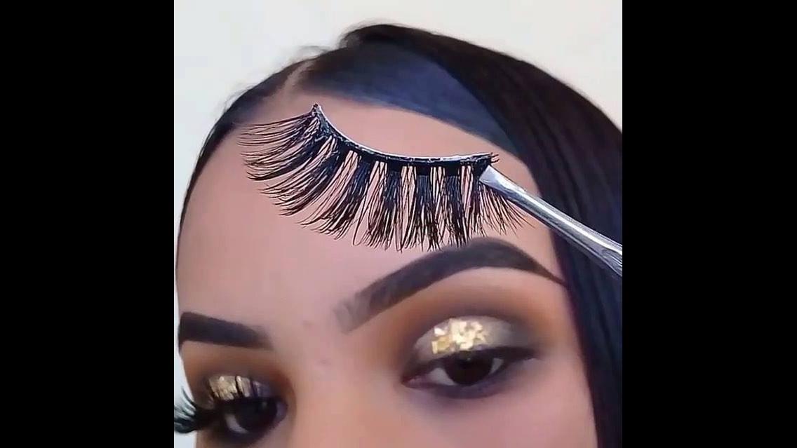 Maquiagem com cílios postiços maravilhoso