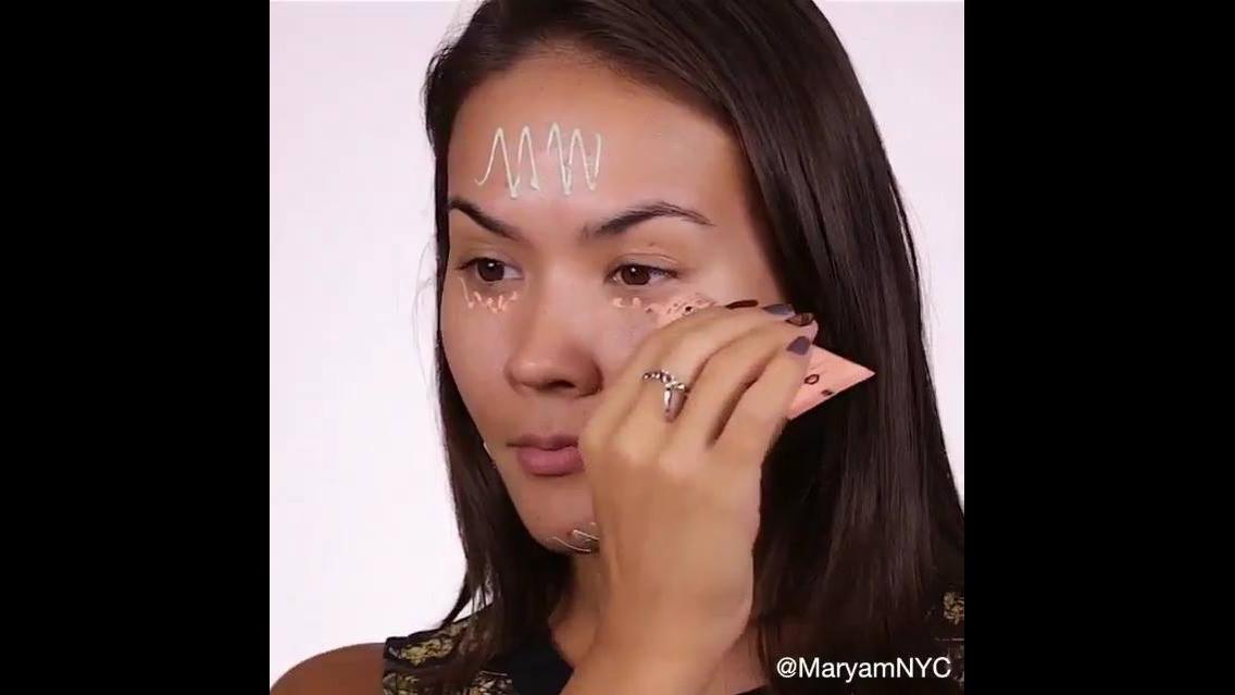 Maquiagem com contorno e delineado