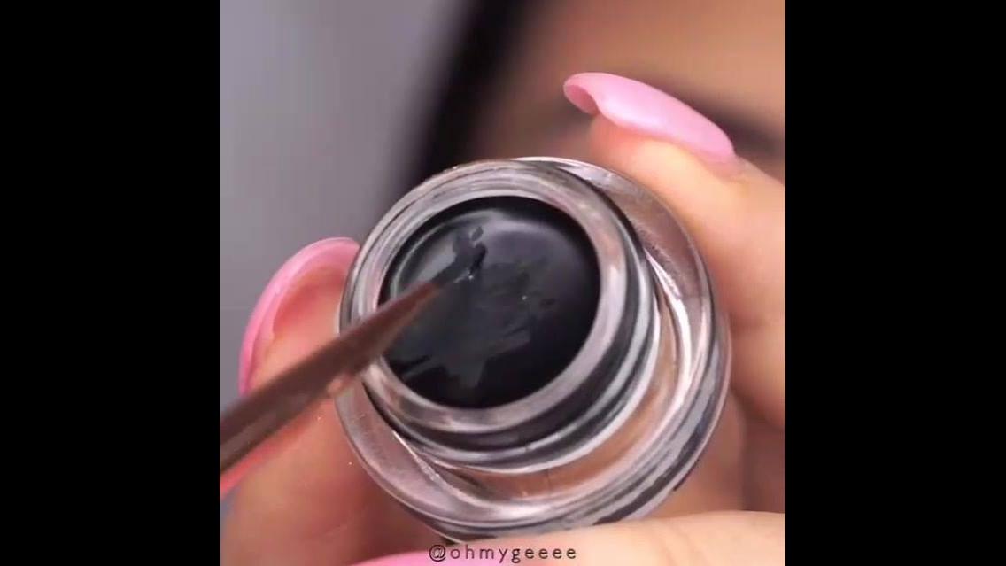 Maquiagem com delineado maravilhoso