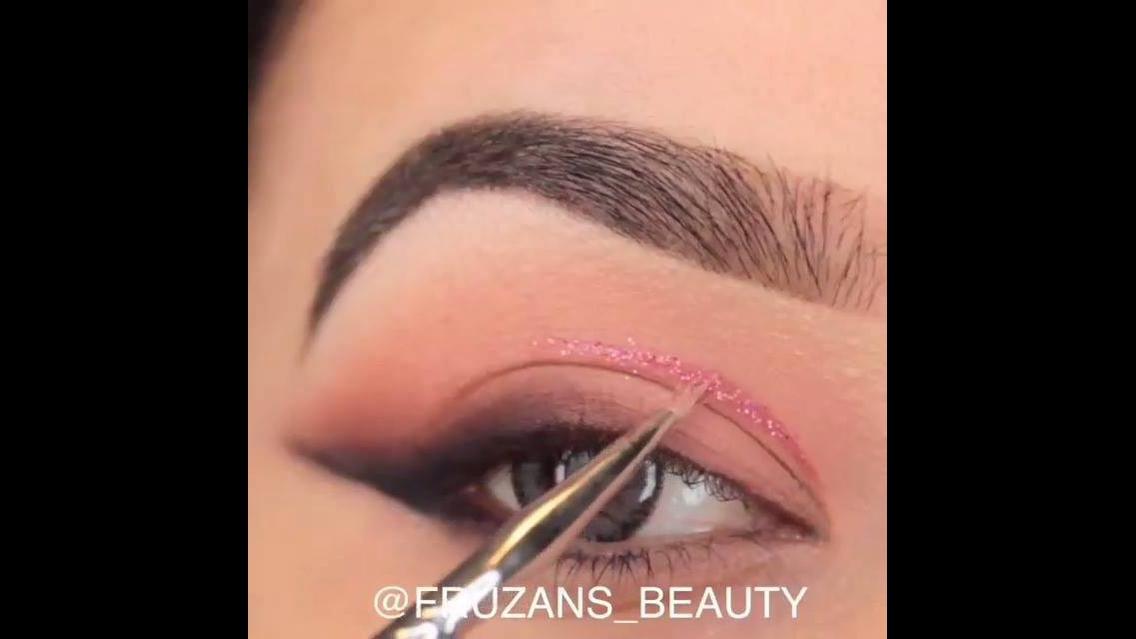 Maquiagem com detalhe e brilho