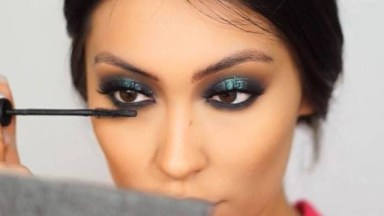 Maquiagem Com Esfumado Marrom, E Sombra Verde Com Brilho, Olha Só Que Linda!