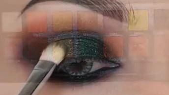 Maquiagem Com Esfumado Na Parte Inferior Dos Olhos, E Sombra Verde Na Superior!
