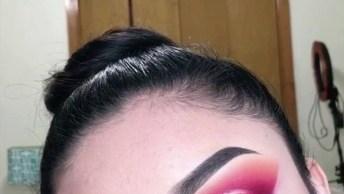 Maquiagem Com Esfumado Vermelho E Sombra Cintilante Na Pálpebra Móvel!