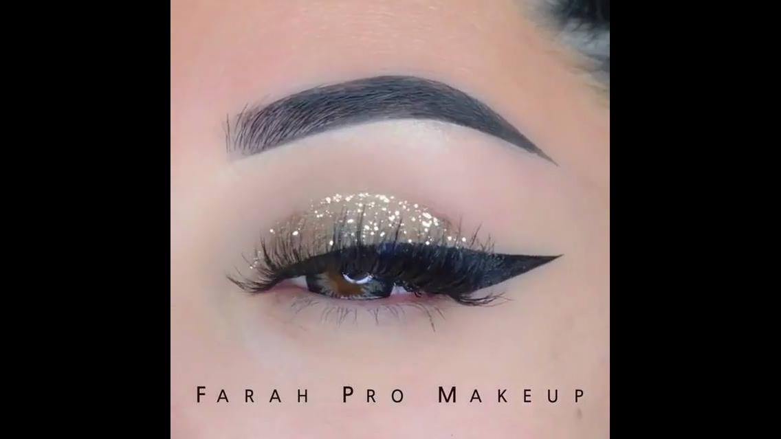 Maquiagem com Glitter dourado e delineado