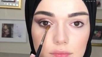 Maquiagem Com Leve Esfumado Nos Olhos, Confira E Compartilhe!
