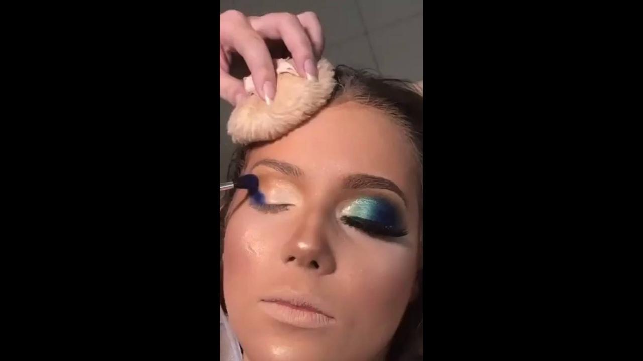 Maquiagem com olhar marcante e boca Nude