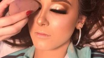 Maquiagem Com Olhar Marcante E Boca Pálida, Muito Bonita!