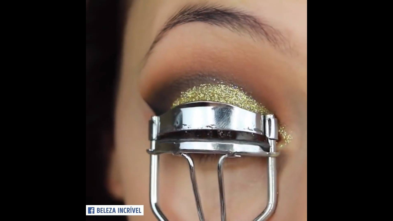 Maquiagem com olhos esfumado com Glitter