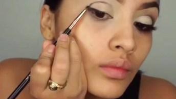 Maquiagem Com Sombra Branca E Esfumado Preto, E Gloss Labial!