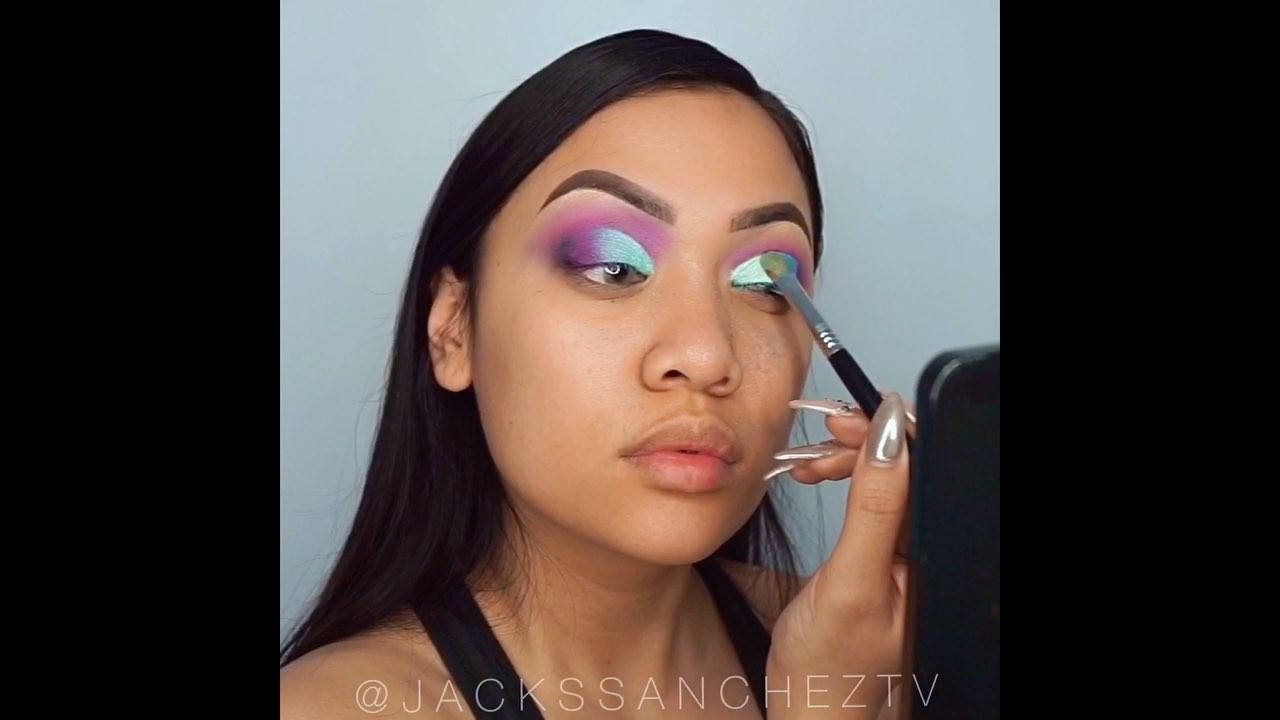 Maquiagem com sombra lilás e azul