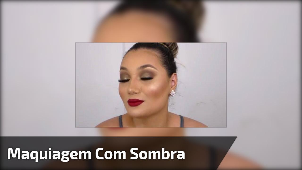 Maquiagem com sombra marrom metálica, pele linda e batom vermelho!!!